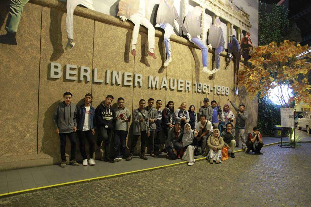tembokberlinmuseumangkut